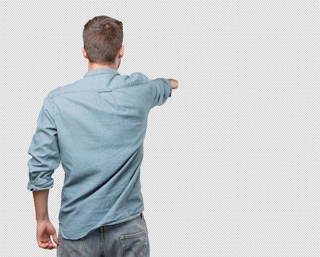 Hübscher junger mann von hinten zeigend