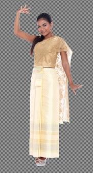 In voller länge der 20er jahre asiatische frau tragen traditionelles thai-gold-kostüm oder goldenes hochzeitskleid. gebräunte hautmädchen stehen und drücken emotionen aus, lächeln, glückliche posen auf weißem hintergrund isoliert