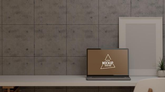 Innenarchitektur des home-office-raums mit laptop-modell