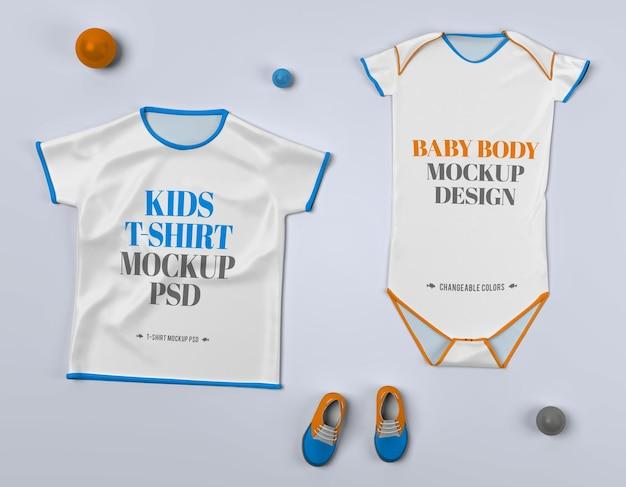 Isolierte t-shirt und baby-körperkleidung mit schuhen mockup psd