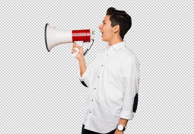 Jugendlicher, der auf einem megaphon schreit