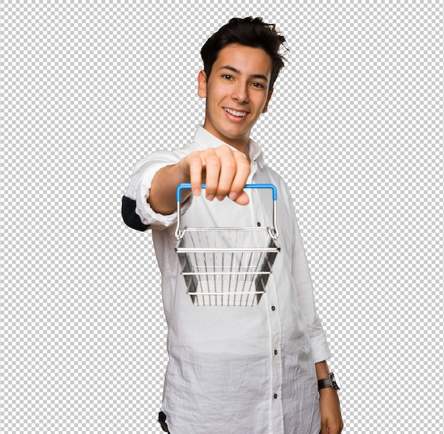 Jugendlicher, der einen einkaufskorb hält