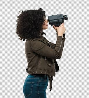 Junge frau, die eine videokamera anhält