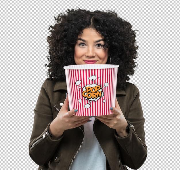Junge frau, die popcorn hält