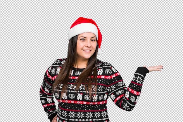 Junge frau, die weihnachtstag feiert