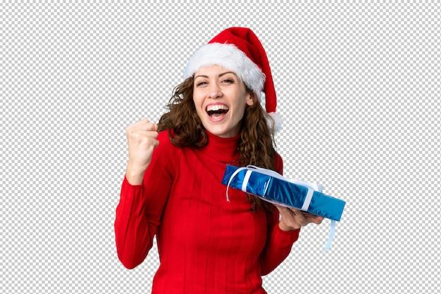Junge frau mit weihnachtsmütze