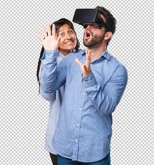 Junge paare, die mit virtueller realität schauen