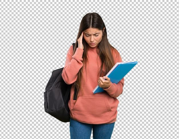 Junge studentenfrau, die notizbücher mit kopfschmerzen hält
