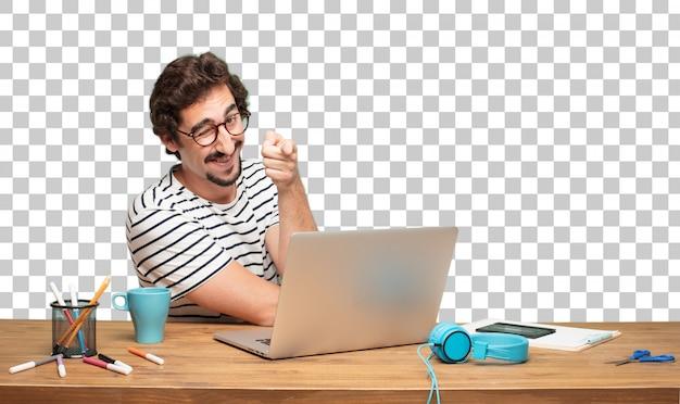Junger bärtiger mann grafikdesigner. augenzwinkern konzept