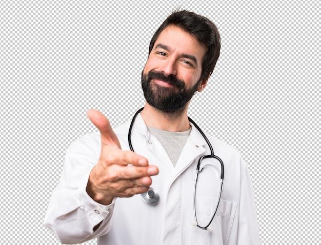 Junger doktor, der ein abkommen schließt