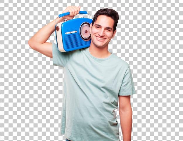 Junger hübscher gebräunter mann mit einem weinleseradio