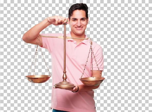 Junger hübscher gebräunter mann mit einer gerechtigkeitbalance oder -skala