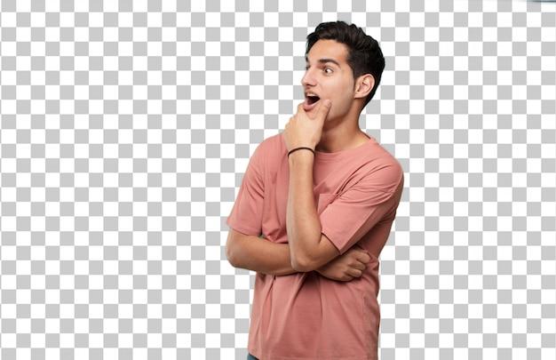 Junger hübscher lateinischer mann überrascht oder entsetzter ausdruck