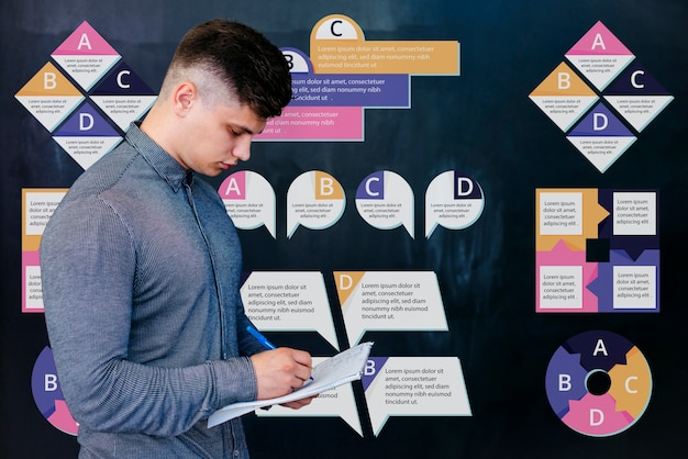 Junger männlicher student am hochschulschreiben