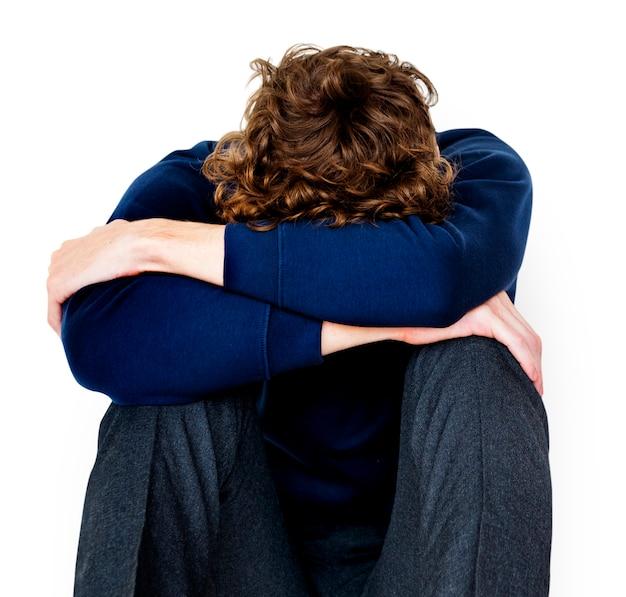 Junger mann des studenten betonte unglückliches gescheitertes allein