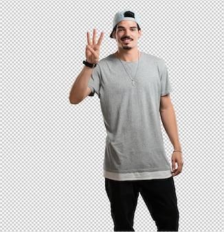 Junger rappermann, der nummer drei, symbol der zählung, mathematik, überzeugt und nett zeigt
