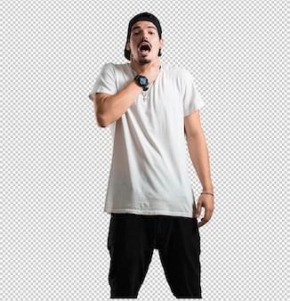 Junger rappermann gesorgt und überwältigt, ängstlicher gefühlsdruck, konzept der qual