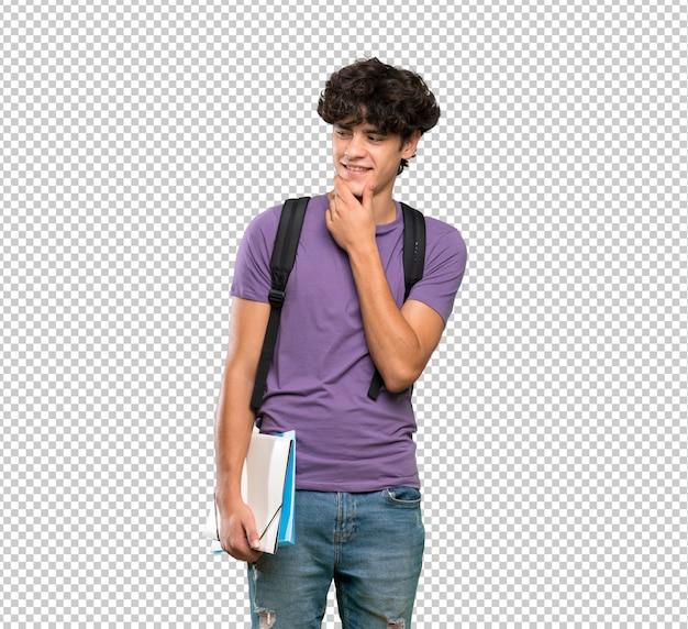 Junger studentenmann, der zur seite schaut