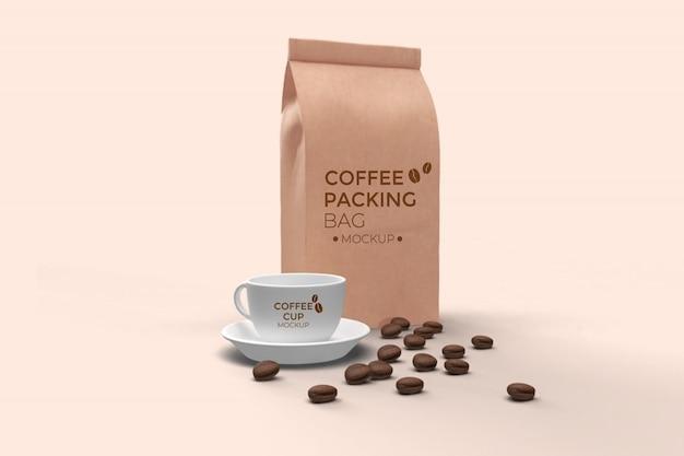 Kaffeebeutel und kaffeetasse mockup psd