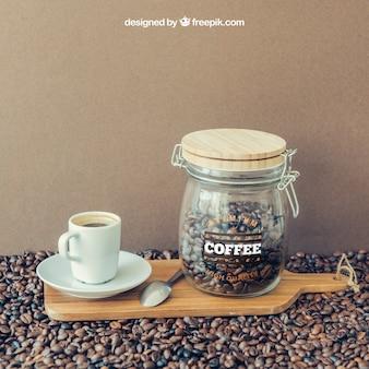 Kaffeedekoration mit tasse und glas