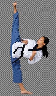 Karate teenager mädchen springen high kick in taekwondo-uniform mit schwarzem gürtel, in voller länge isoliert