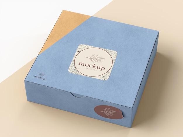 Karton mit aufkleber modell