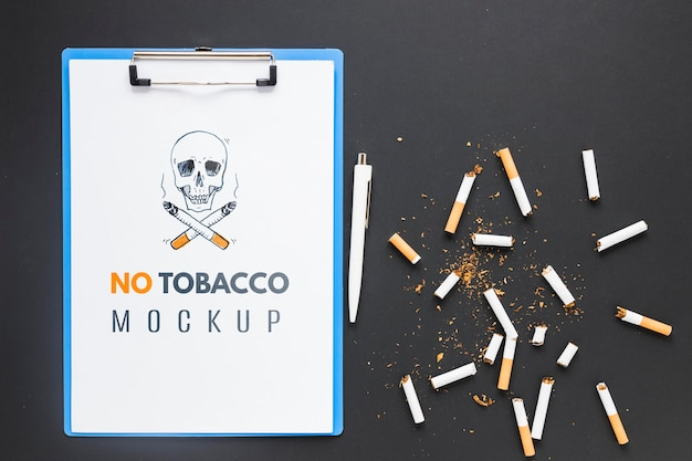 Kein tabakmodell mit kaputten zigaretten