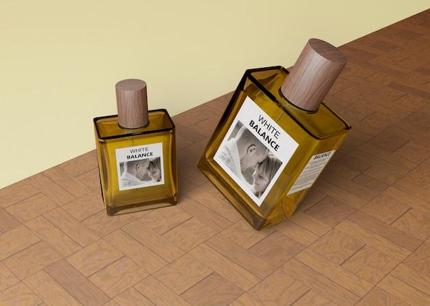 Kleine und große parfümflaschen
