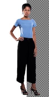 Körper in voller länge von 20er jahren asiatisch gebräunte haut frau trägt blaues hemd schwarze hose steht auf high heels schuhen, indischer dünner schlanker mädchenstand, hand auf taillenblick in die kamera legen, weißer studiohintergrund isoliert