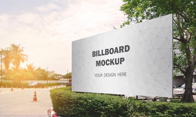 Kommerzielle plakat-modellanzeige im freien
