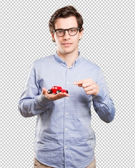 Konzept eines jungen mannes und einer autoversicherung