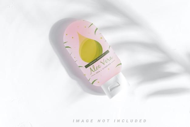 Kosmetikflaschenmodell auf pulver