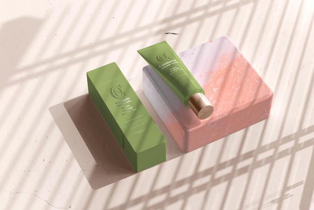 Kosmetische cremetube mit box mockup