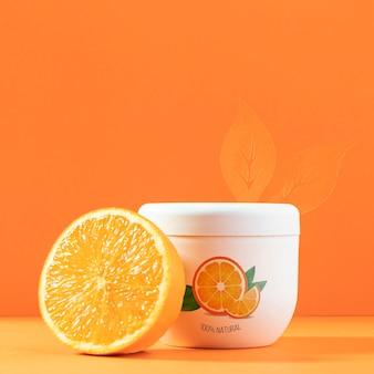 Kosmetisches produkt mit halber orange