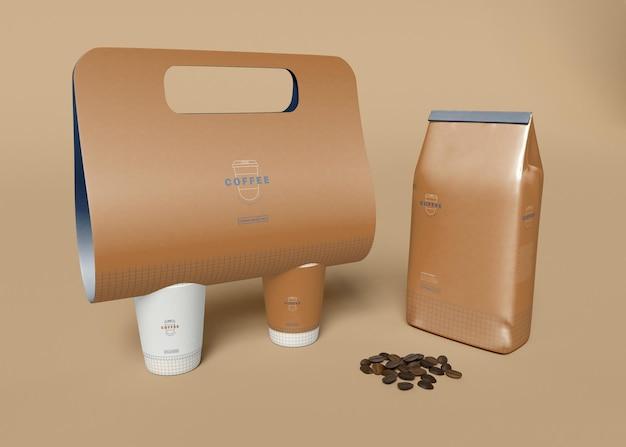 Kraftpapier und kaffeebeutel modell