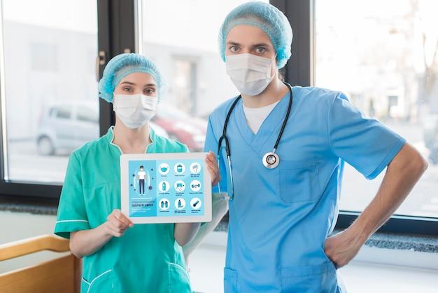 Krankenschwestern mit maskenführung