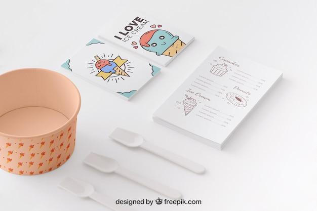 Kreatives eiscrememodell mit briefpapierkonzept