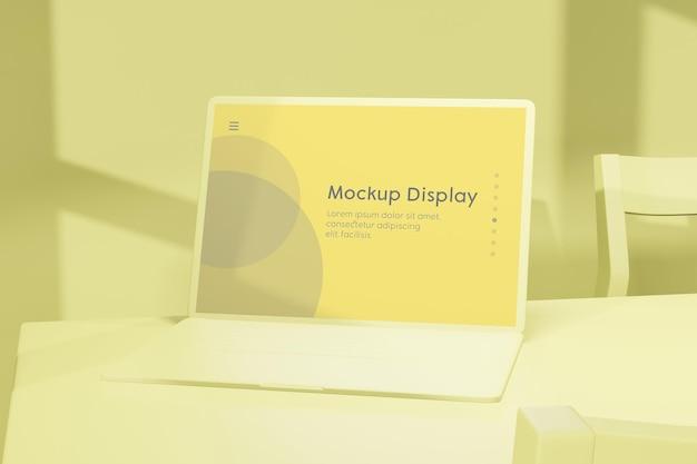 Laptop-notebook mit bildschirmplatzierungsmodell auf dem schreibtisch mit vielen geschäftlichen dingen