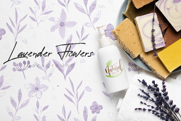 Lavendelseifenriegelhintergrund mit modell