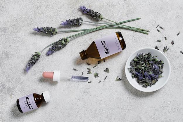 Lavendelserum auf dem tisch