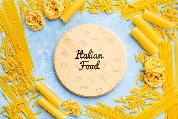 Leckerer teigwarenrahmen für italienischen lebensmittelhintergrund