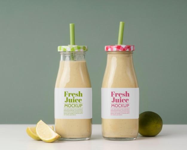 Leckerer veganer smoothie im mock-up-empfänger-arrangement