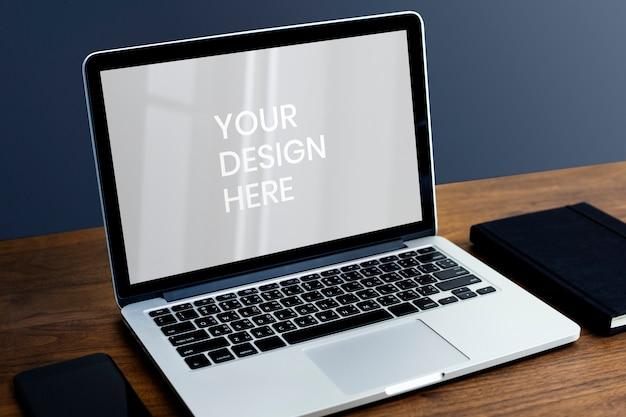 Leerer laptop-bildschirm