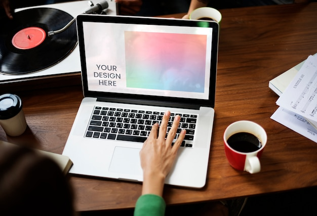 Leerer laptopbildschirm