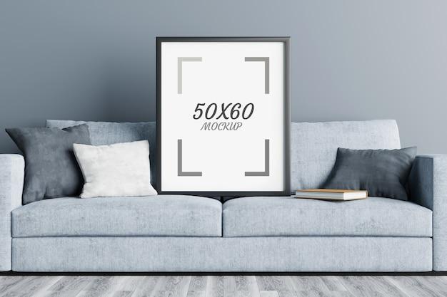 Leerer rahmen auf sofa im 3d-rendering des wohnzimmers