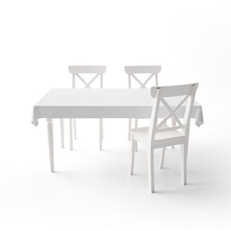 Leeres esstischmodell mit weißem stoff und modernen stühlen