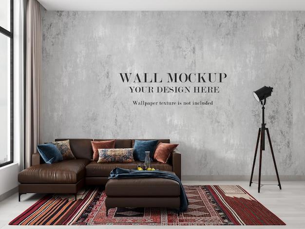 Leeres wandmodell hinter dem modernen blauen sofa