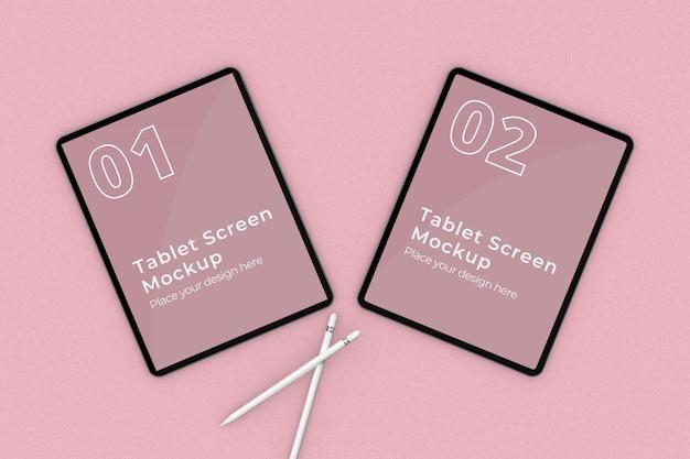 Legen sie tablet-bildschirm mockup mit zwei bleistift draufsicht