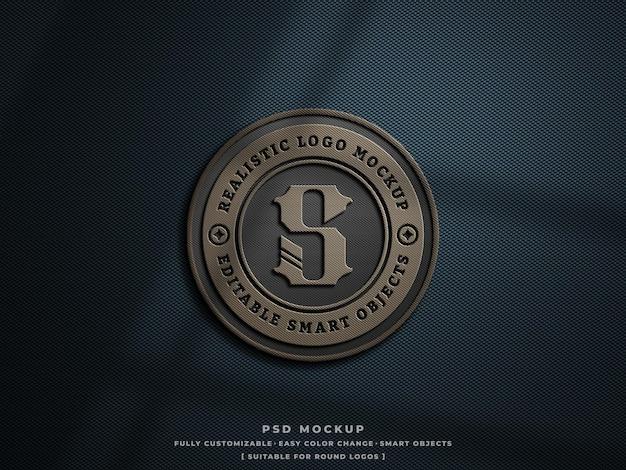 Logo-abzeichen oder patch-mockup auf rauem, hartem kohlefasergewebe graviert