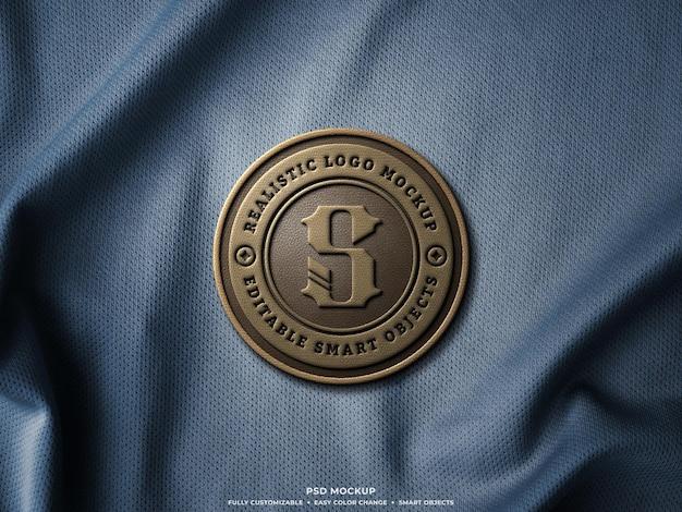 Logo-abzeichen oder patch-mockup aus leder auf jersey-stoff